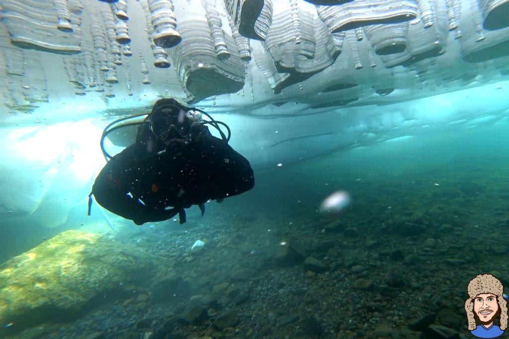 Schwabski beim Eistauchen im Baikalsee