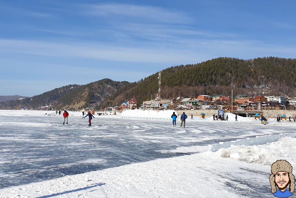 Schlittschuh laufen auf dem Baikalsee in Listwjanka