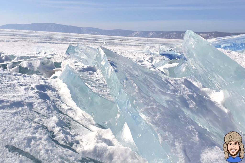 Eisplatten auf dem gefrorenen Baikalsee