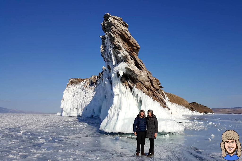 Schwabski vor dem Drachenfelsen auf dem gefrorenen Baikalsee