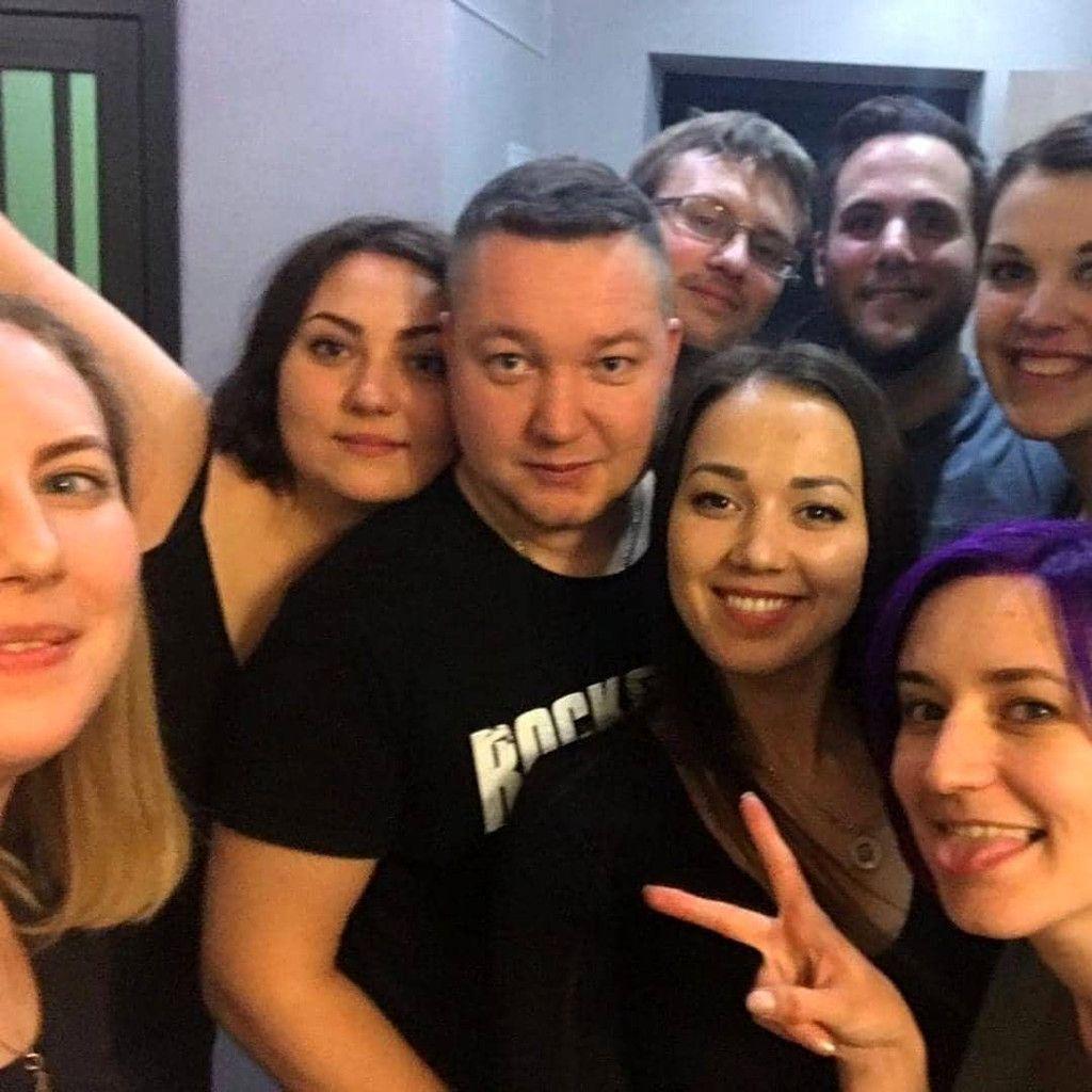 Selfie Gruppenbild bei einer Geburtstagsfeier in Russland