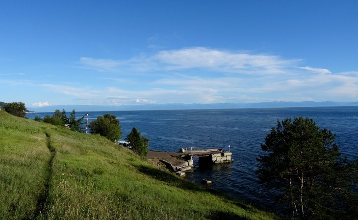 Blick auf den Baikalsee bei Listwjanka