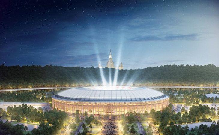 Luschniki Stadion in Moskau bei Nacht beleuchtet