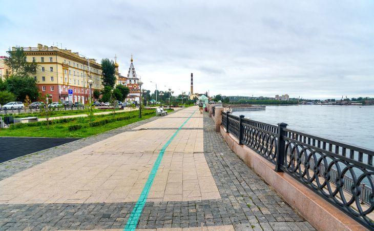 Grüne Linie an der Promenade der Angara in Irkutsk