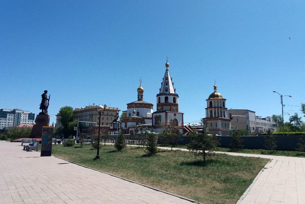 Die Offenbarungs-Kathedrale an der grünen Linie in Irkutsk