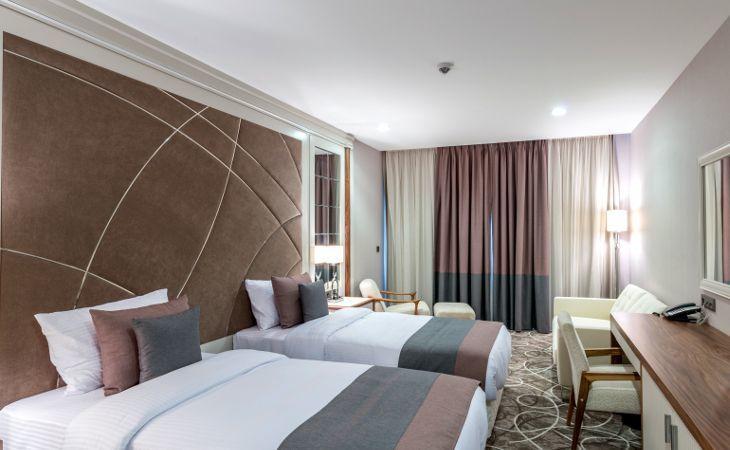 Hotelzimmer mit 2 großen Betten