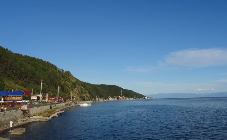 Ansicht auf Listwjanka am Baikalsee
