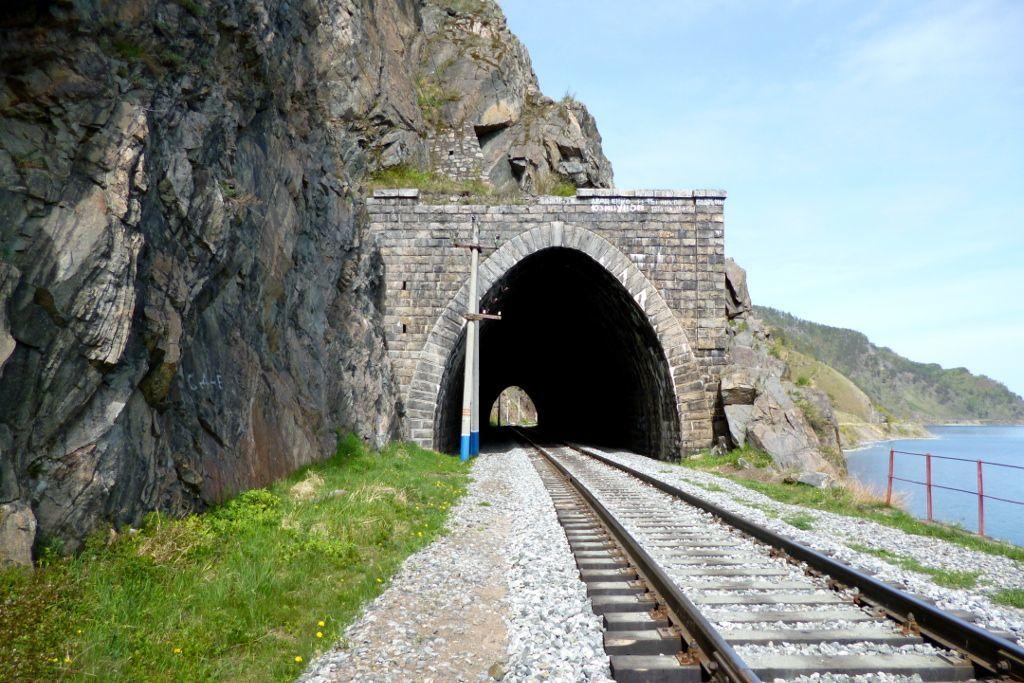 Tunnel auf der Strecke der Baikalbahn