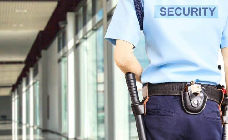 Security Mitarbeiter am Flughafen