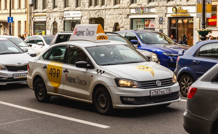 russisches Yandex Taxi in Sankt Petersburg