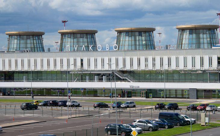 Außensicht des Flughafens Pulkowo in Sankt Petersburg