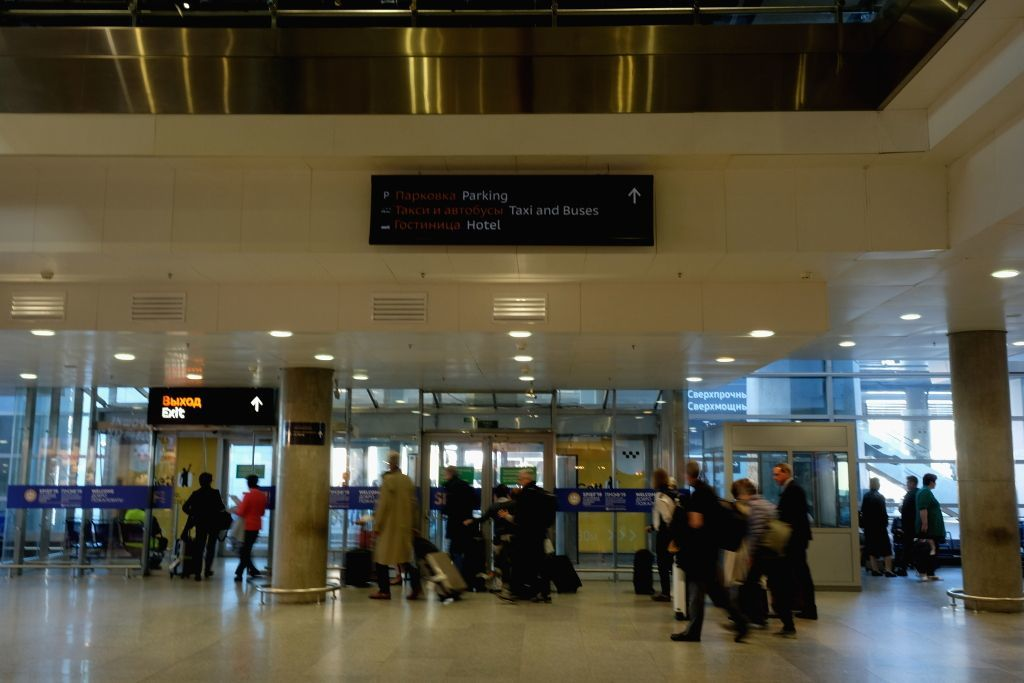 Ausgang im Flughafen Pulkowo in Sankt Petersburg