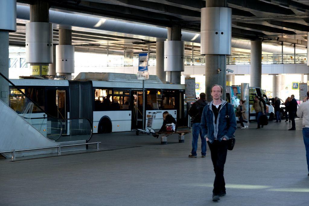 Bushaltestelle am Flughafen Pulkowo in Sankt Petersburg