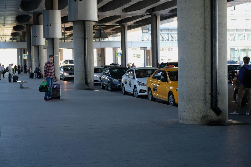 Taxi Wartebereich am Flughafen Pulkowo in Sankt Petersburg