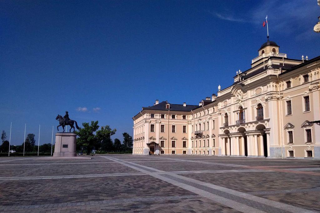 Palastgebäude in Strelna bei Sankt Petersburg