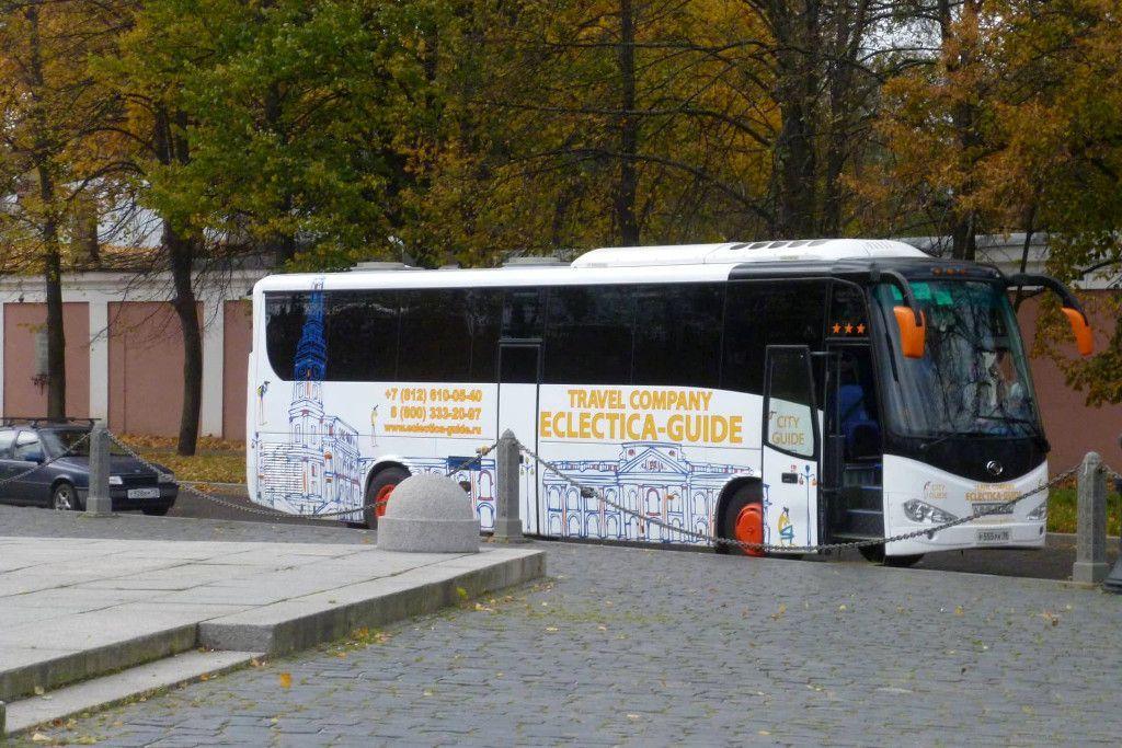 Tourbus in Kronstadt bei Sankt Petersburg