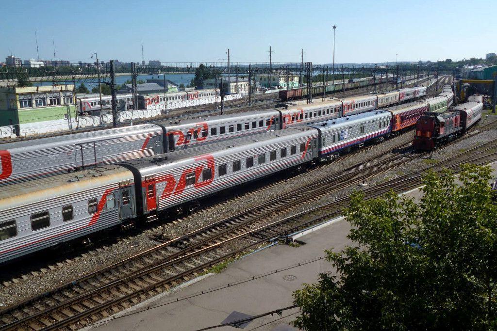 Zugwaggons im Hauptbahnhof von Irkutsk
