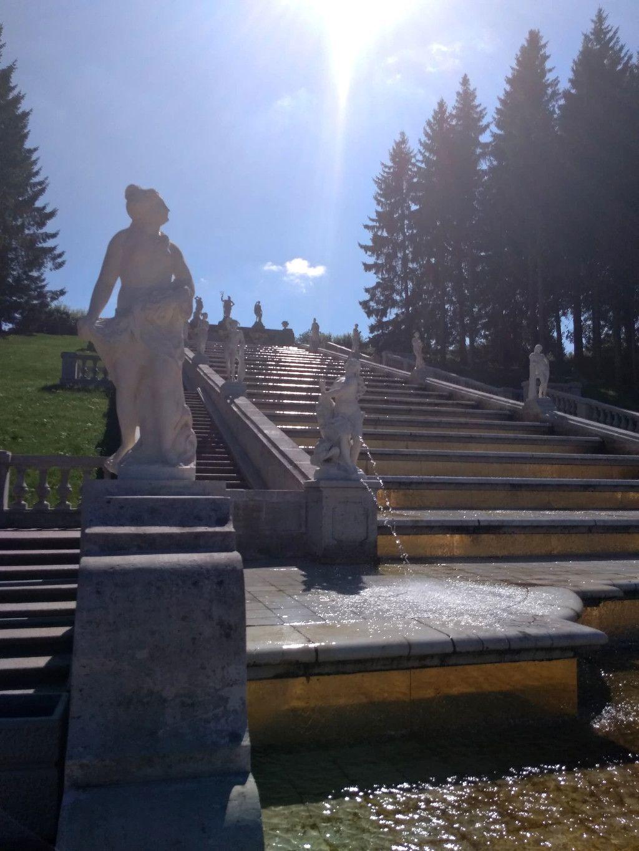 """Kaskade """"Goldener Berg"""" im unteren Park des Schlosses Peterhof bei Sankt Petersburg"""