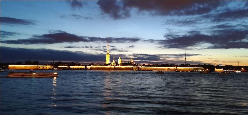Peter und Paul Festung in Sankt Petersburg während den Weißen Nächten