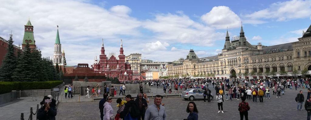 Roter Platz in Moskau mit GUM und Kreml