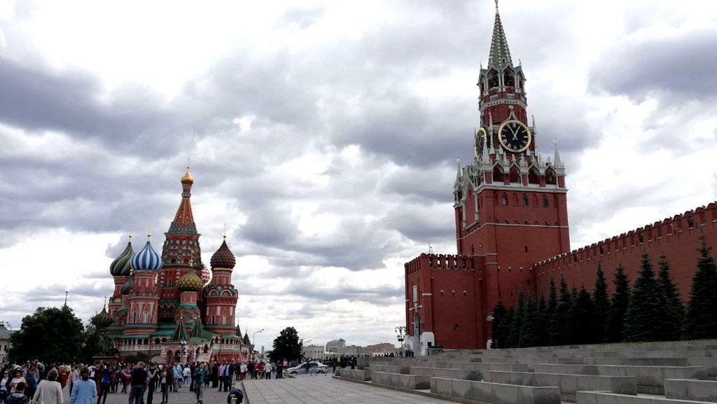 Roter Platz mit Basilius-Kathedrale in Kreml