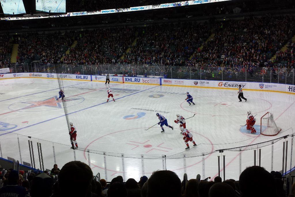 Eishockeyspiel im ICE Dom in Sankt Petersburg