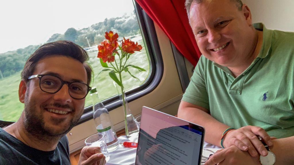 Fahrgäste im Zug von Moskau nach Wolgograd