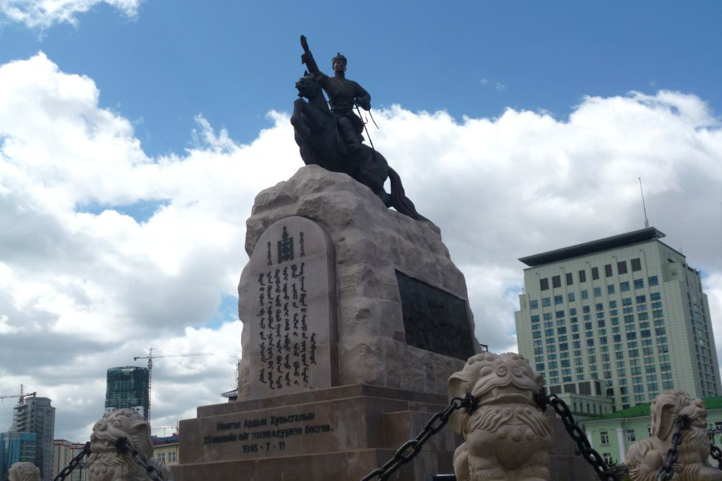 Denkmal für Damdiny Süchbaatar, den Gründer der Mongolischen Volksrepublik