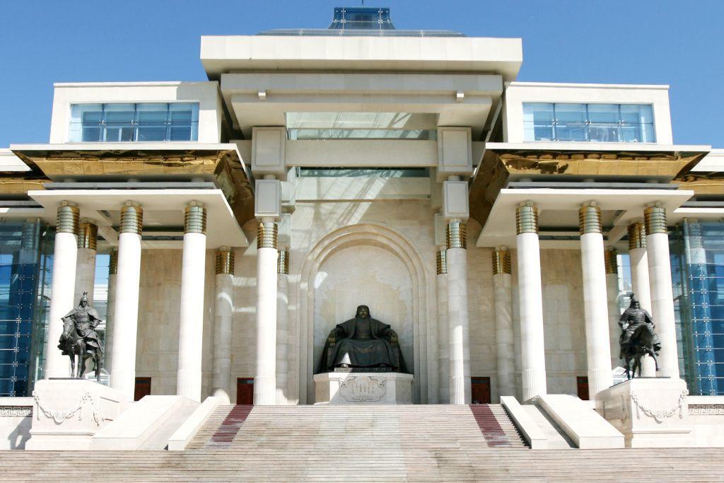 Dschingis Khan Denkmal auf dem Süchbaatar Platz in Ulan-Bator
