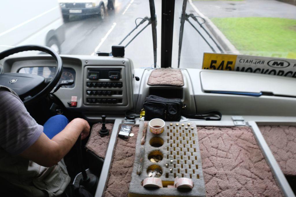 Bus Nr. 545 von Sankt Petersburg nach Puschkin