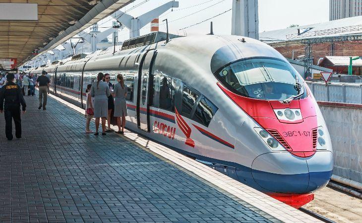 Sapsan Hochgeschwindigkeitszug am Leningrader Bahnhof in Moskau