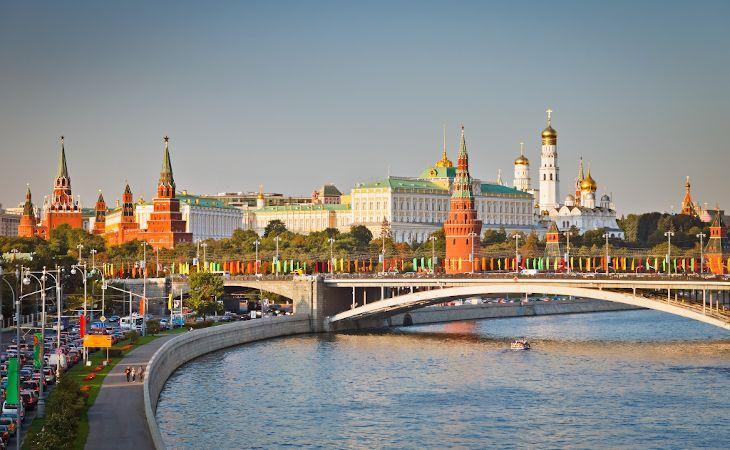 Blick auf den Kreml und die Moskwa in Moskau - Beste Reisezeit für Russland