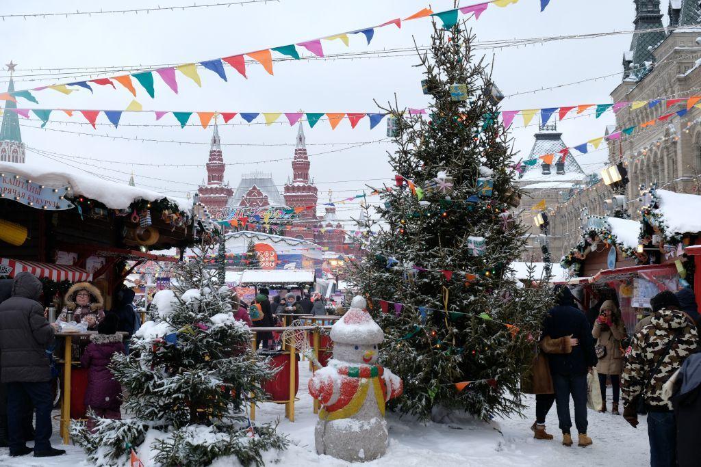 Weihnachtsmarkt auf dem Roten Platz in Moskau - Beste Reisezeit für Russland