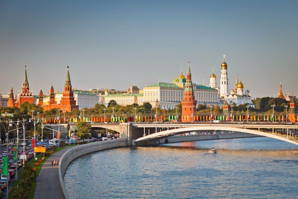 Blick auf den Kreml und die Moskwa in Moskau