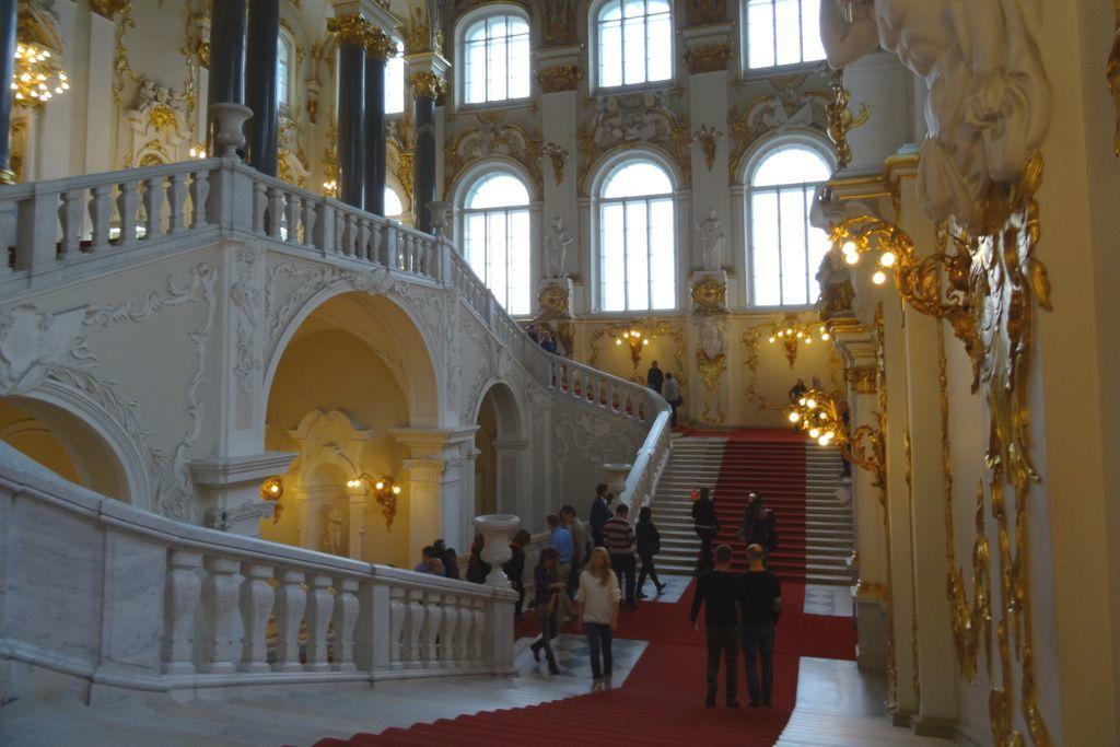 Eingangstreppe der Eremitage in Sankt Petersburg