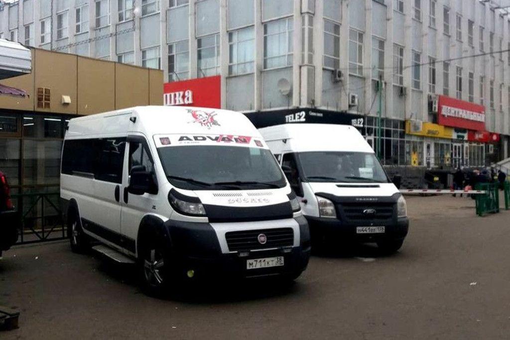 Minibusse von Irkutsk auf die Insel Olchon am Zentralmarkt in Irkutsk