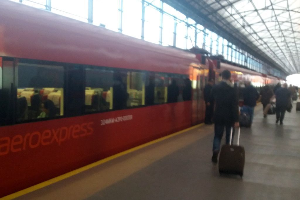 Aeroexpress Zug vom Flughafen Scheremetjewo ins Zentrum von Moskau
