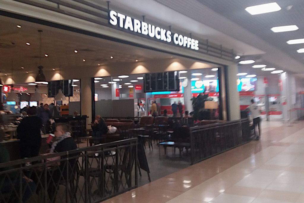 Starbucks Filiale am Flughafen Scheremetjewo in Moskau
