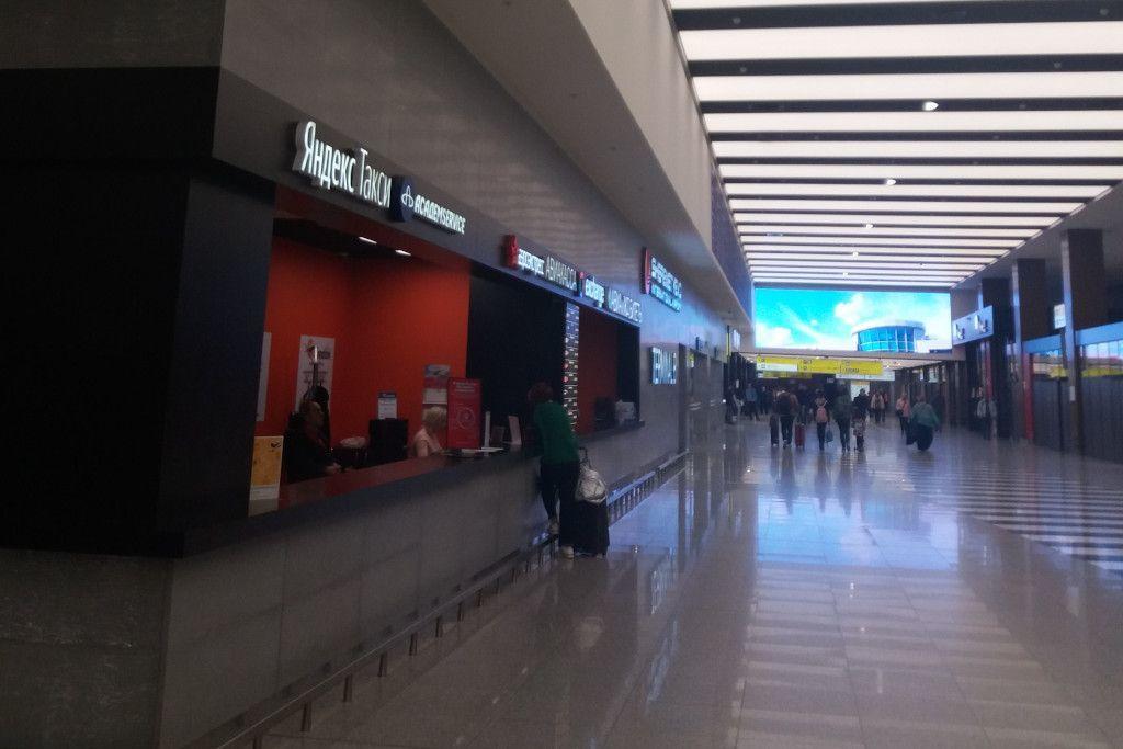 Yandex Taxi Schalter im Flughafen Scheremetjewo in Moskau