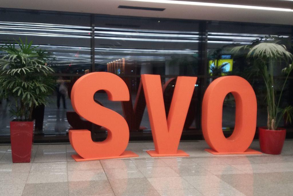 SVO Zeichen am Flughafen Scheremetjewo in Moskau