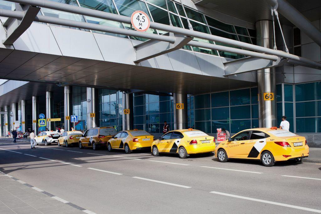 Yandex Taxi Bereich am Flughafen Scheremetjewo in Moskau