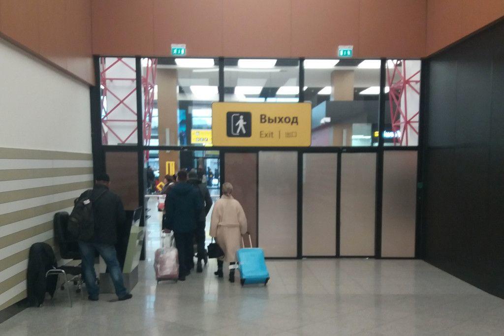 Ausgang in den Ankunftsbereich des Flughafens Scheremetjewo in Moskau