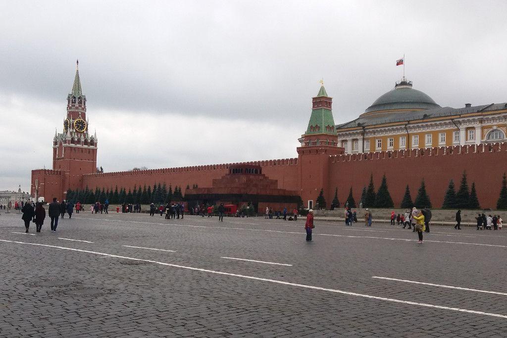 Blick auf den Roten Platz mit der Kreml Mauer und dem Lenin Mausoleum
