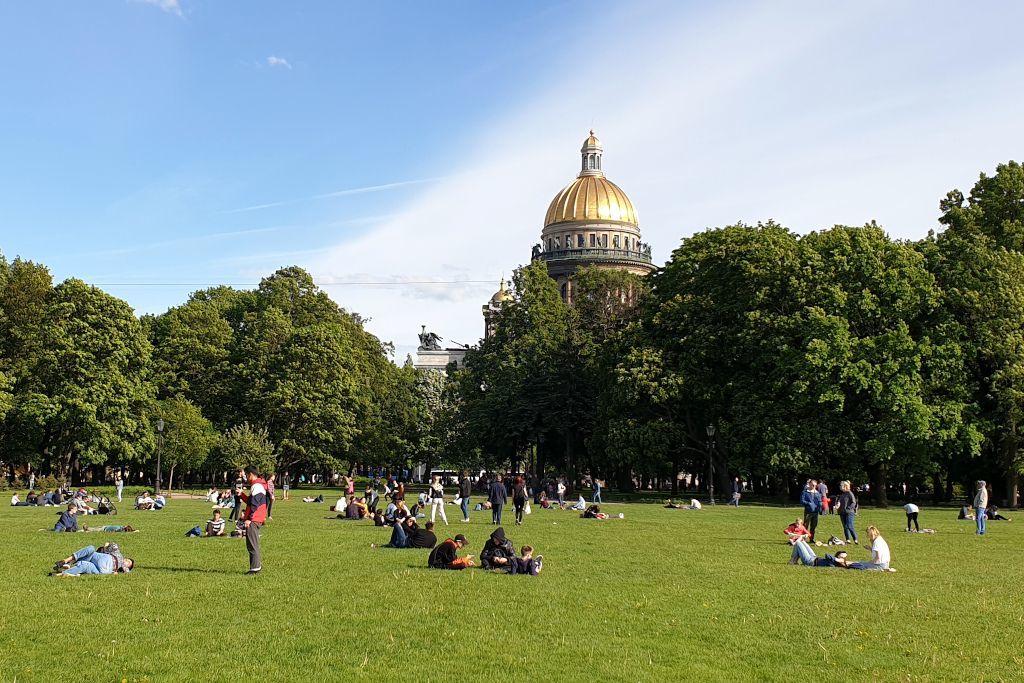 Park vor der St. Isaak Kathedrale in Sankt Petersburg