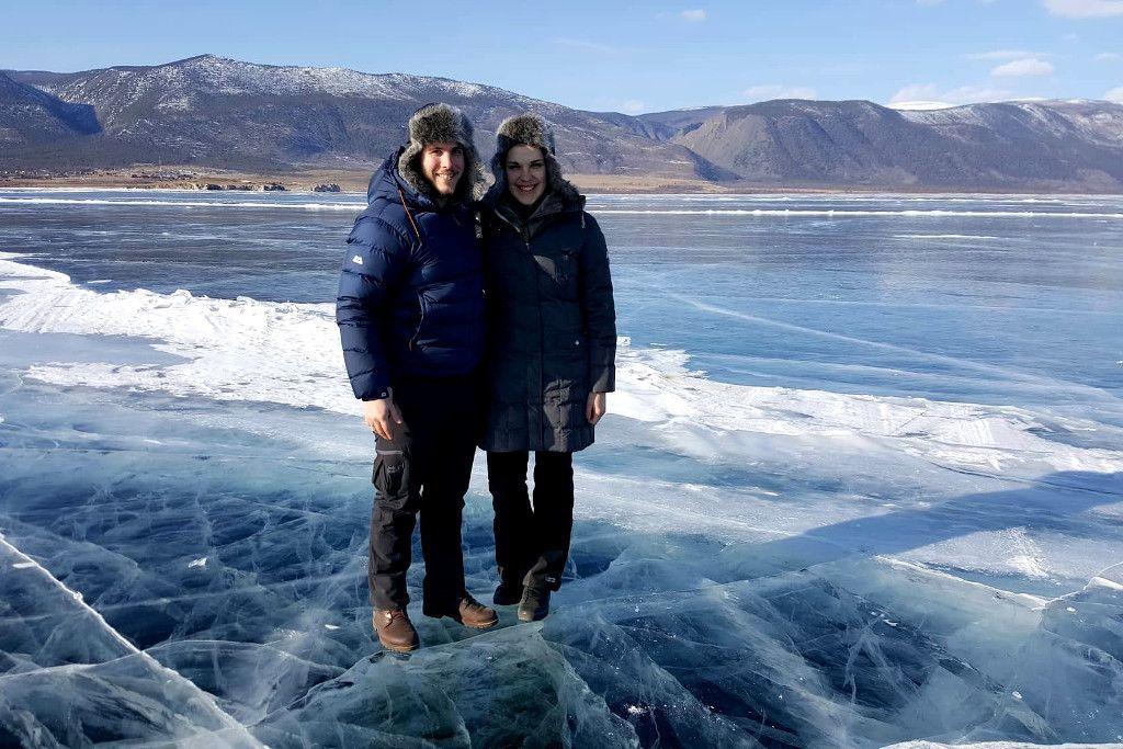 Auf dem Eis des Baikalsees in Sibirien