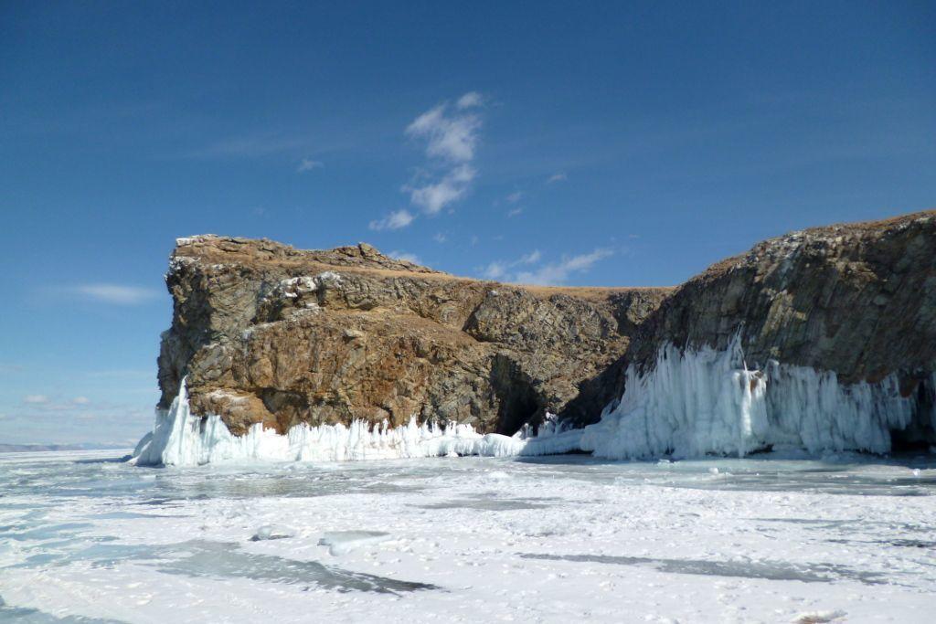 Krokodil Insel bei einer Eistour auf dem Baikalsee