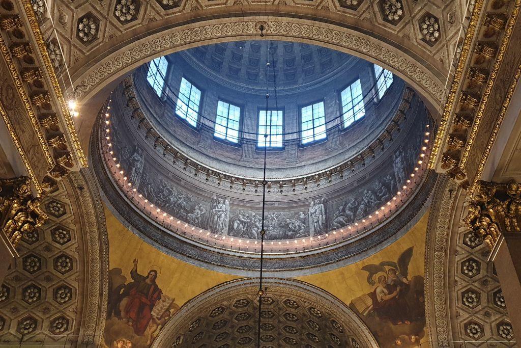 Kuppel im Innenbereich der Kasaner Kathedrale in Sankt Petersburg