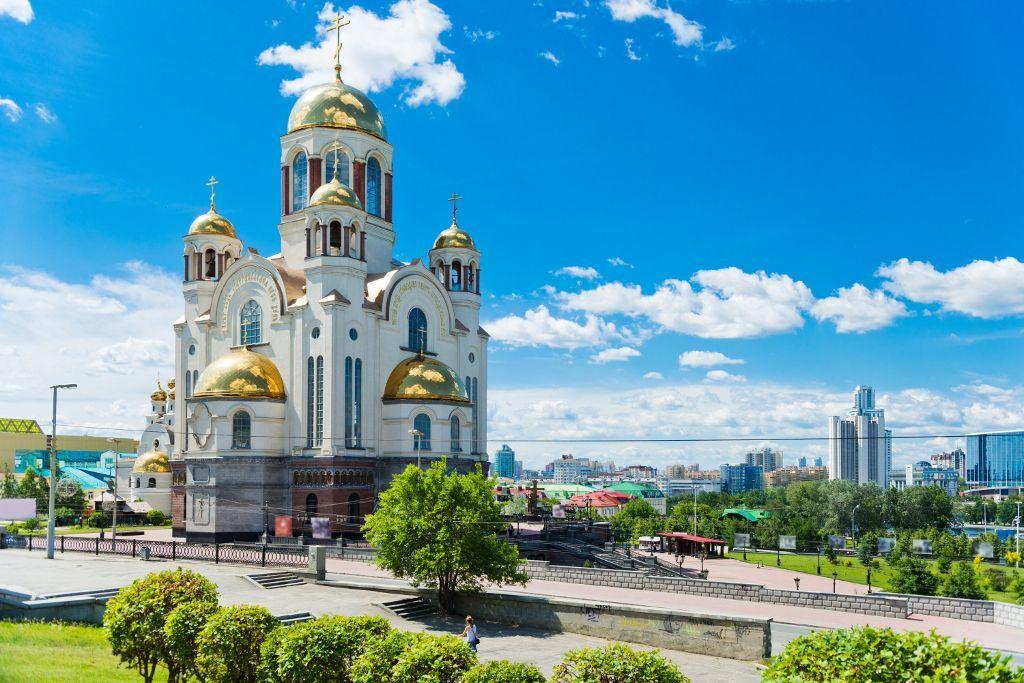 Blick auf die Kathedrale auf dem Blut in Jekaterinburg