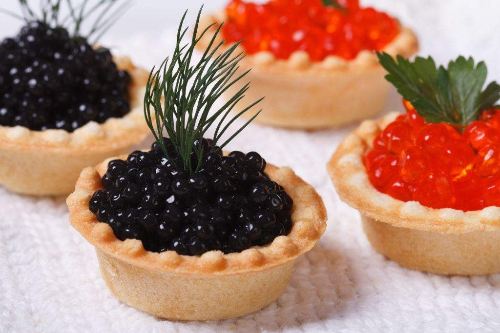 Schwarzer und roter Kaviar bei einer Reise nach Russland