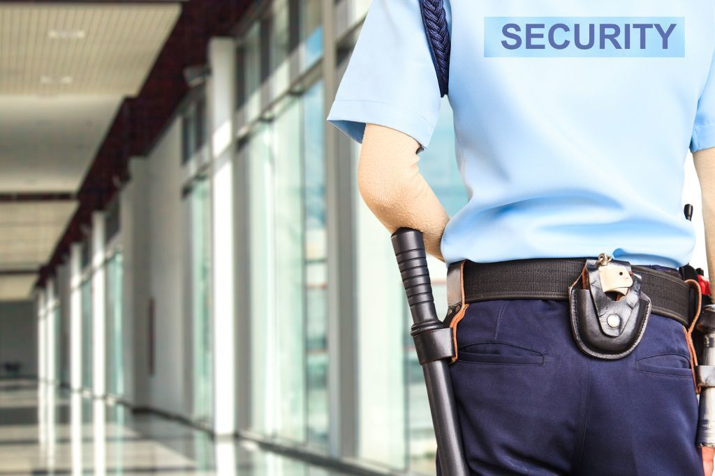 Sicherheitspersonal in einem Flughafen
